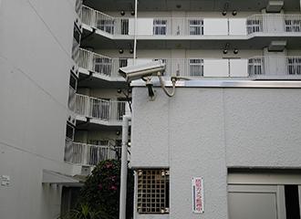 大型マンションの防犯カメラを管理室で集中監視1